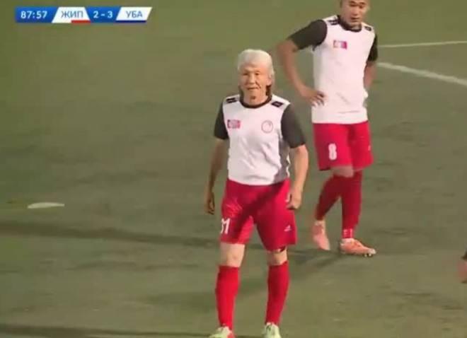 【老当益壮】蒙古联赛54岁白发球员登场 在退役24年后重新回归赛场