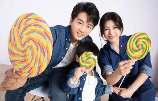 【小星星上学记】陈妍希送儿子上学 3岁儿子两条胖乎乎的肉腿十分可爱