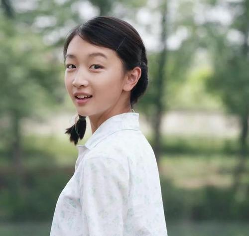 【回忆杀】周冬雨晒照纪念出道十年 从懵懂女孩变身影后上热搜