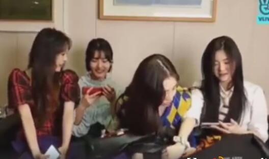 【围观吃瓜】韩女团成员用衣服遮腿被阻止什么情况?为什么不让遮腿