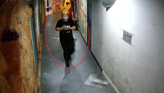 吃胖了!深圳男子冒充外卖小哥偷外卖吃 美团外卖同款头盔了解一下!