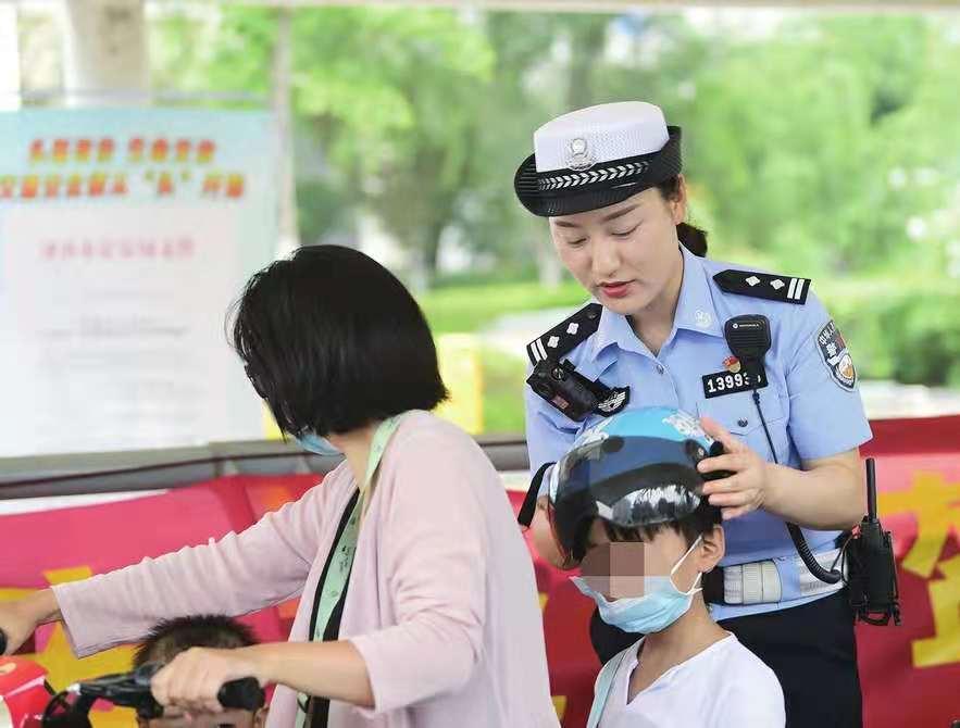 骑电动车不戴头盔?人脸抓拍,通报到单位